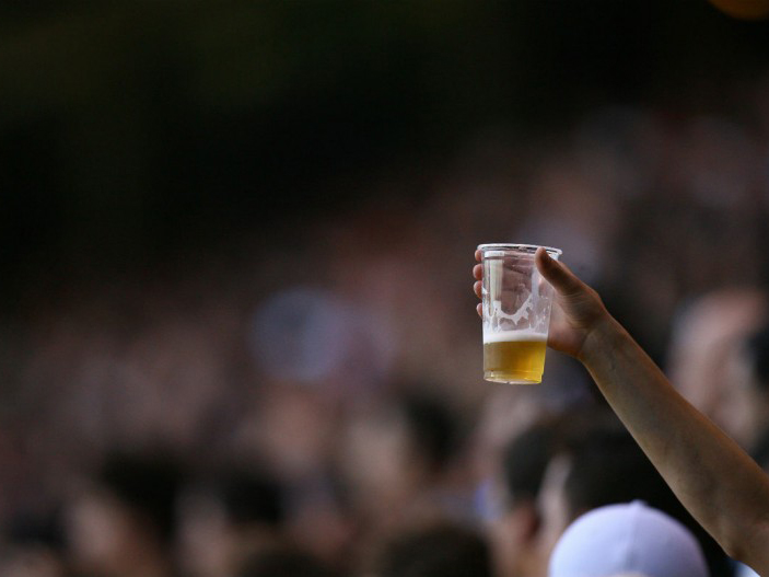 Lei que autorizava a venda de cerveja nas arenas desportivas é suspensa no Paraná